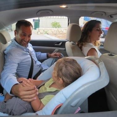 """טיפים לנהיגה בטוחה - חגורות בטיחות, נהיגת חורף ומשמרות זה""""ב - בדרך לגן/גנון"""